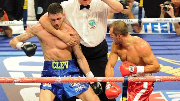 Kovalev Krushes Cleverly - Potshot Boxing